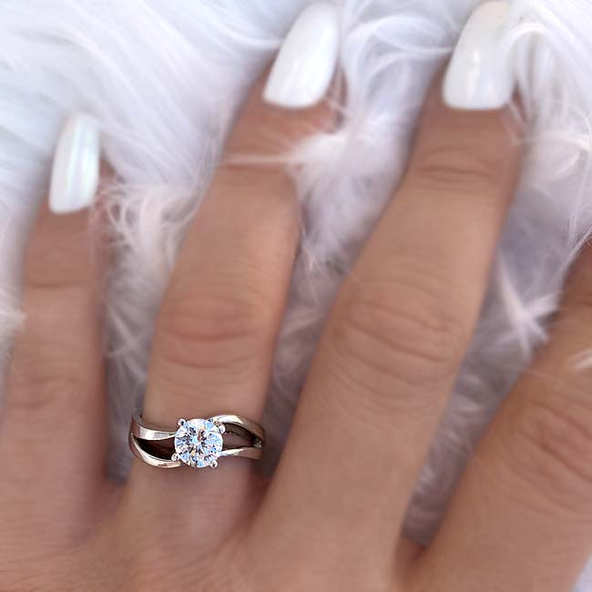 Solitaire Engagement Ring 7077L Image 3