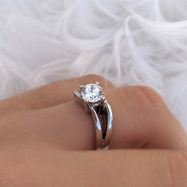 Solitaire Engagement Ring 7077L Image 4