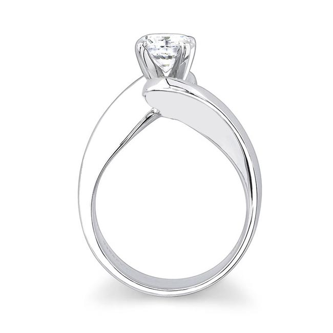 Round Solitaire Engagement Ring 7307L Image 2