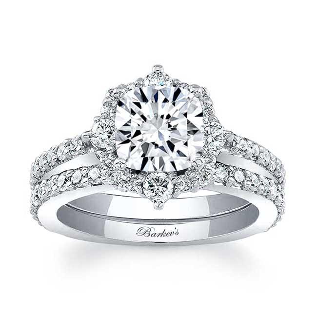 Cushion Cut Halo Diamond Ring Set