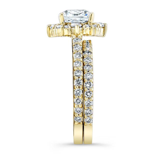 Cushion Cut Halo Diamond Ring Set Image 3