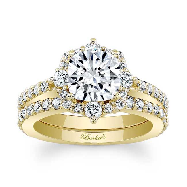 Cushion Cut Halo Diamond Ring Set Image 1