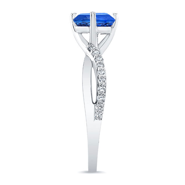 Twisted Sapphire Ring Image 3